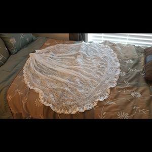 Allover lace scalloped edge fingertip veil